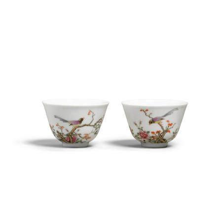 A pair of enameled porcelain tea cups  Bailu Tang marks, Republic period (2)