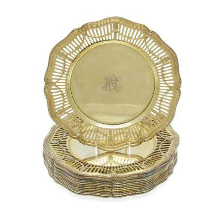 A SET OF FOURTEEN AMERICAN SILVER-GILT RETICULATED DINNER PLATES by Shreve & Co., San Francisco, CA, 20th century