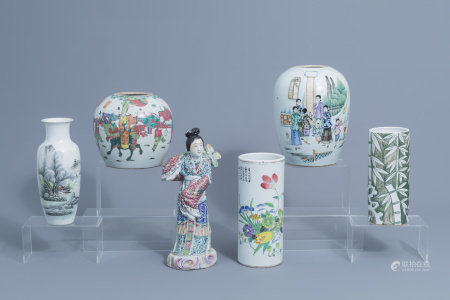 A varied collection of Chinese famille rose and famille verte porcelain, 19th/20th C.