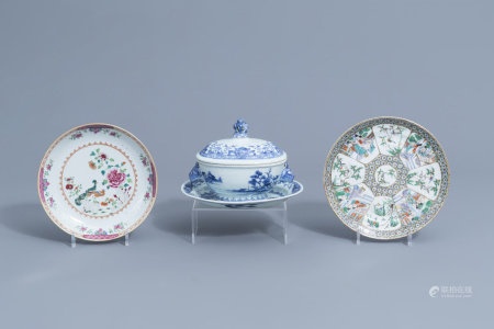 A Chinese blue and white tureen and cover on stand, a famille rose and a Canton famille verte plate, 18th/19th C.