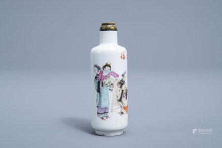A Chinese famille rose snuff bottle with musicians, Kangxi mark, 19th C.