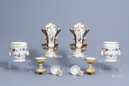 An interesting and varied collection of gilt and polychrome old Paris porcelain, 19th C.