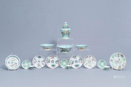 A varied collection of Chinese famille rose and verte porcelain, 19th/20th C.