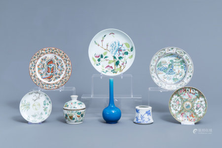 A varied collection of Chinese famille rose, famille verte, blue and white porcelain, 19th/20th C.