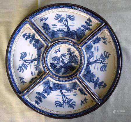 A BOXED BOOTHS REAL OLD WILLOW PATTERN H'ORS D'OEUVRES SET within a fitted box. 28 cm diameter.