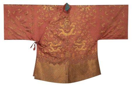 清 醬色緞盤金繡命婦袍