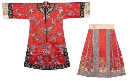 清光緒 紅緞地繡萬壽藤花紋對襟女褂 清光緒 紅緞地盤金繡海水金龍紋女裙