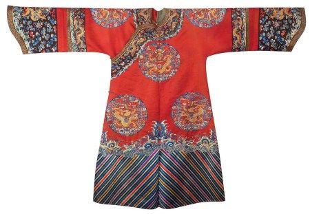 清光緒 紅緞地八團繡彩雲金龍紋女吉服袍