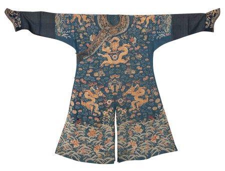 清嘉慶 藍地納紗繡彩雲金龍紋吉服袍
