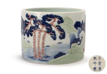 曉芳窯 釉下三彩浮雕山水筆筒