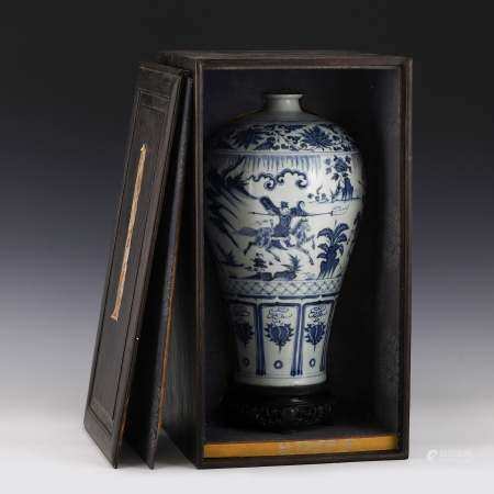 Qing Dynasty BLUE & WHITE MEIPING JAR IN WOODEN BOX