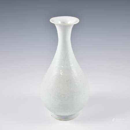 Yuan Dynasty YUAN SGRAFFITTO PEAR VASE