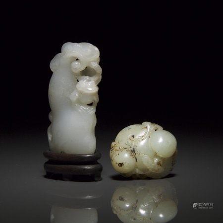 清 白玉雕三脚金蟾摆件 青白玉雕君子佩 各一 A White Jade Double-Gourd Carving, together with a Pale Celadon Jade Pendant of Mushrooms, Qing Dynasty