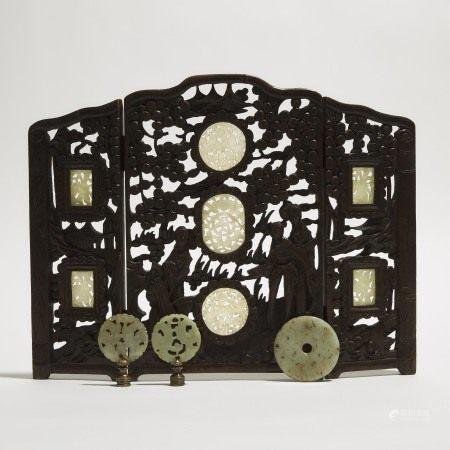 晚清/民国时期 嵌玉牌桌屏 镂雕玉牌玉璧一组四件 A Jade Inset Wood Table Screen, Together With Three White Jade Plaques, 19th/20th Century