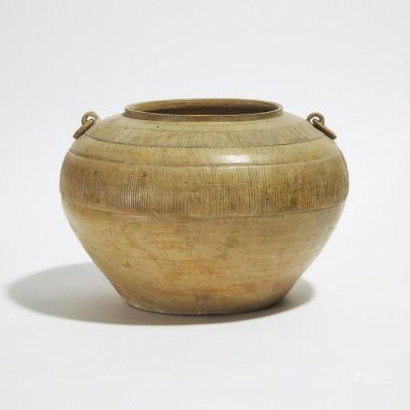 战国 青釉原始瓷直条纹双系罐 A Large 'Proto-Porcelain' Jar, Warring States Period (475-221 BC)