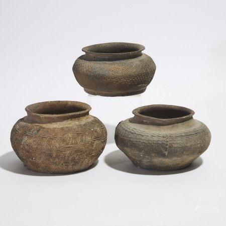 战国 印纹灰陶罐一组三件 A Group of Three Pottery Jars, Warring States Period (475-221 BC)