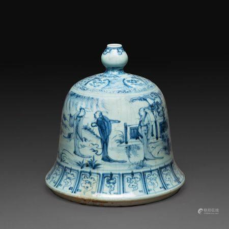 VASE en forme de cloche en porcelaine à décor en bleu sous couverte de personnages dans des pay