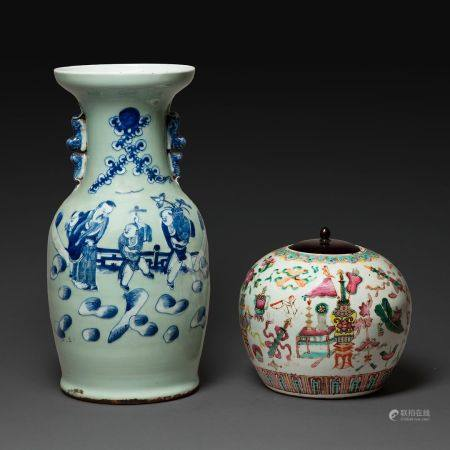 SUITE DE DEUX OBJETS comprenant un vase en porcelaine émaillé céladon à décor en bleu sous couv