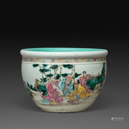 PETITE VASQUE À POISSONS en porcelaine, émaux polychromes dnas le style de la famille rose, à d