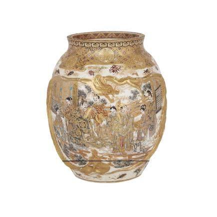 A MOULDED SATSUMA VASE, MEIJI PERIOD 明治時代 薩摩燒模印燈籠瓶