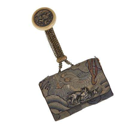 AN EMBROIDERED SAGEMONO, JAPANESE TOBACCO POUCH, TABAKO-IRE, MEIJI PERIOD 明治時代 日本煙草袋