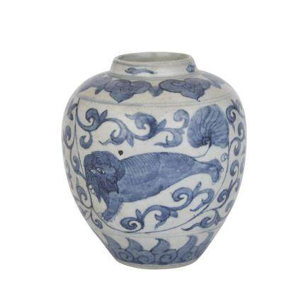 A BLUE AND WHITE JAR, MING DYNASTY (1368-1644) 明 青花瑞獸罐