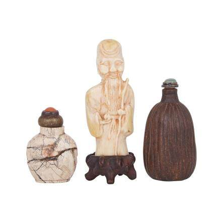 TWO SNUFF BOTTLES AND A CARVED IVORY FIGURE OF SHOULAO, 19TH TO 20TH CENTURY 清末 鼻煙壺兩件及牙雕壽佬
