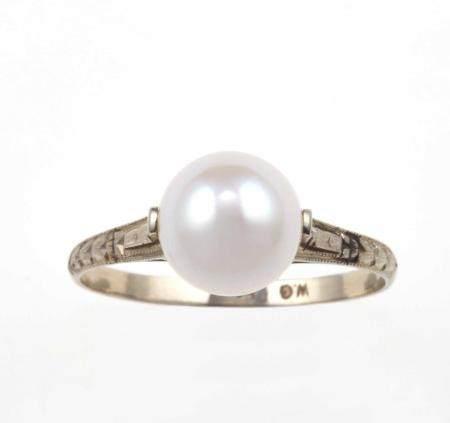 Collana con perle coltivate e fermezza con zaffiri Sri Lanka ed anello con perla coltivata,