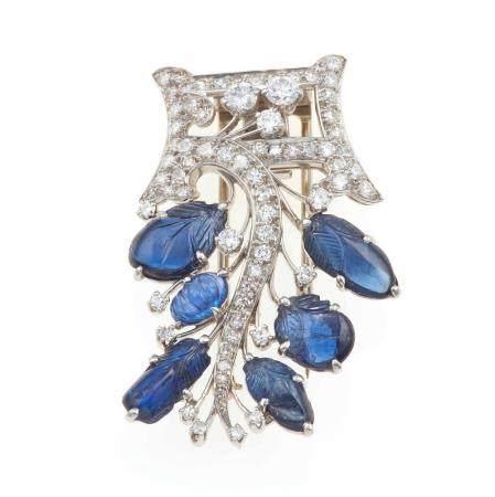 Clip con zaffiri incisi e diamanti,