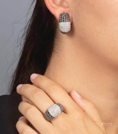 Demi-parure composta da anello ed orecchini con pavé di diamanti bianchi e neri,