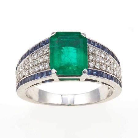 Anello con smeraldo Colombia di ct 2.70 circa, diamanti e zaffiri,