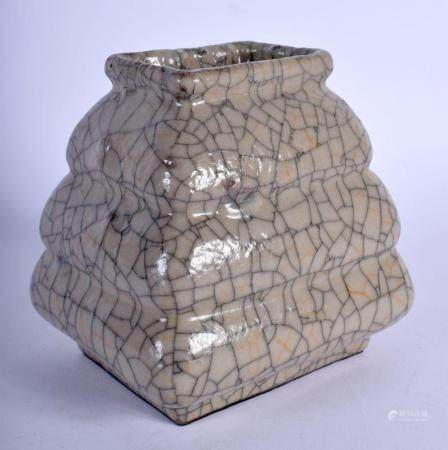 A 19TH CENTURY CHINESE CRACKLE GLAZE GE TYPE STEPPED VASE Qing. 12 cm x 10 cm.