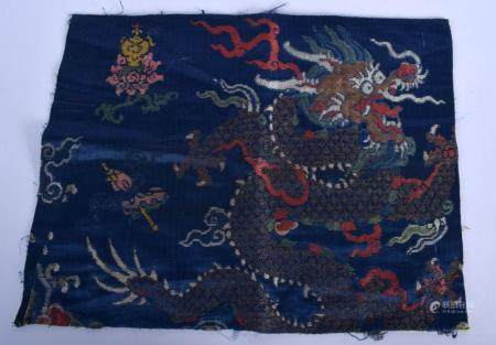 A 17TH/18TH CENTURY CHINESE BLUE SILK BROCADE EMBROIDERED PANEL Ming/Qing, decorated with dragons. 40 cm x 30 cm.