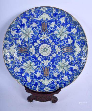 AN EARLY 20TH CENTURY CHINESE ENAMELLED PORCELAIN PLATE late Qing/Republic, painted with flowers. 24.5 cm diameter.