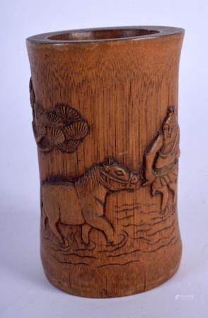 AN EARLY 20TH CENTURY CHINESE CARVED BAMBOO BITONG BRUSH POT late Qing/Republic. 10 cm high.