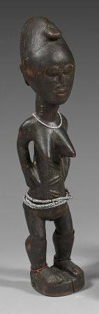 Statuette féminine Baoulé (Côted'Ivoire).Elle est traditionnellement représentée debout sur de