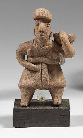 Porteuse d'eau ou d'offrandesTerre cuite brune massive.Culture Colima, Mexique.H: 13  L: 7,5