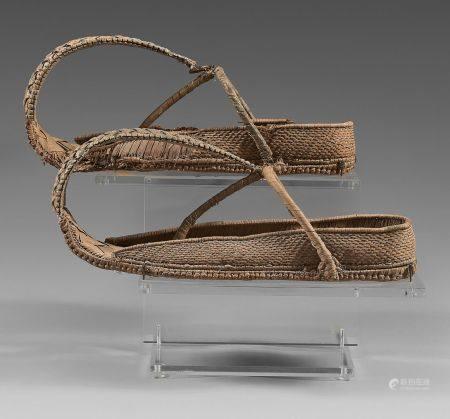 Rare paire de chaussures de notable à l'extrémité avant recourbée. La semelle est composée d'un