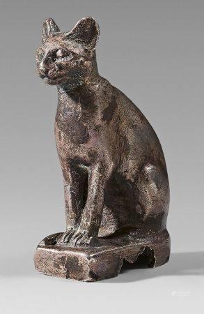 Statuette de chatte Bastet assise, la queue repliée le long des pattes avant.Argent (petits man