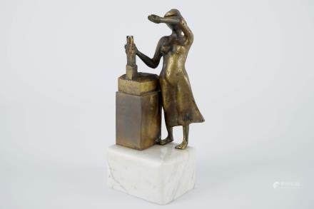 Jef Claerhout (1937), Laat de halletoren zien, a small bronze group