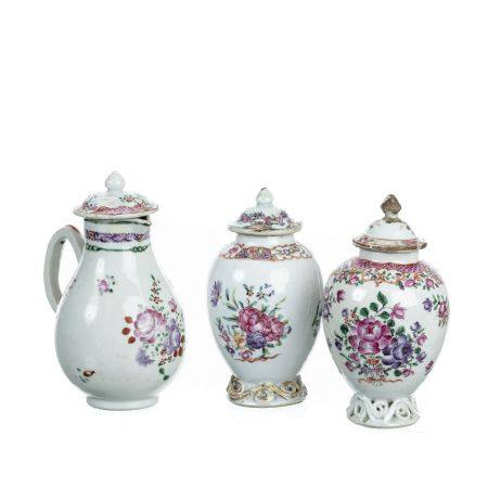 Two tea caddy and milkjug in chinese porcelain, Qianlong