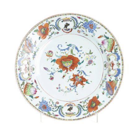 Large Chinese Porcelain Armorial plate 'Madame de Pompadour', Qianlong