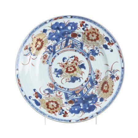 Large Imari plate in Chinese porcelain, Kangxi