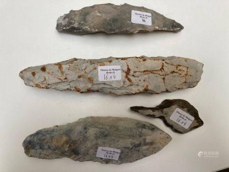 Lot comprenant un perçoir et trois pics.Silex gris.Belgique, Spiennes, Néolithique et France, Î
