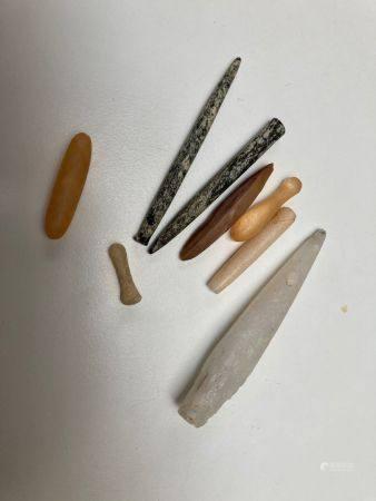 Lot de huit labrets. Gneiss silex et cristal de roche.Mali, Néolithique.