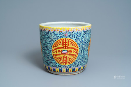 A Chinese famille rose 'Shou' jardiniere, 19th C.