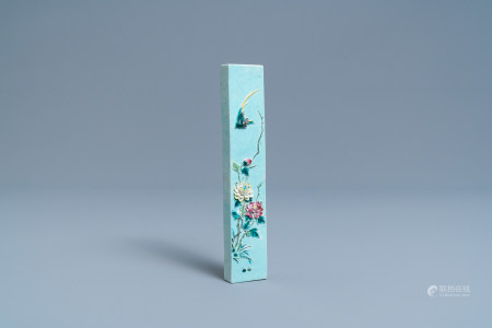 A Chinese famille rose relief-decorated scroll <br>Weight, hall mark, 19th C.
