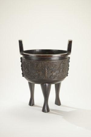 清代 銅饕餮紋鼎式香爐