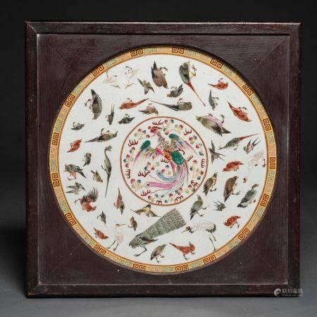 Assiette en porcelaine Chine famille rose dynastie Qing (1644-1911)Au centre apparaît un phénix