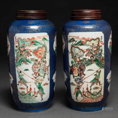 Paire de vases en porcelaine chinoise de couleur bleu pétrole. Travail chinois, XIXe siècleDéco